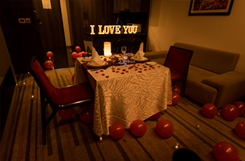 Surprise Planners In Kolkata Romantic Dinners Proposals Birthday And Anniversary Celebrations At Midnight Outbox Surprises